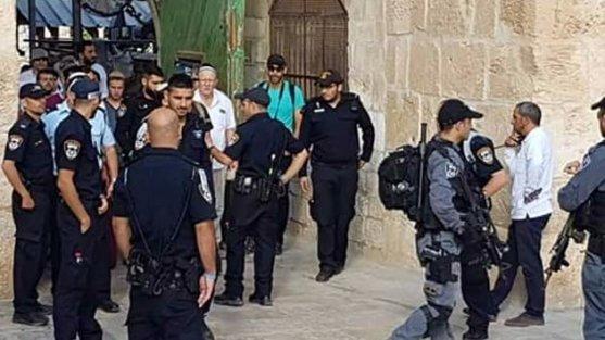 200 fanatik Yahudi Mescid-i Aksaya baskın düzenledi