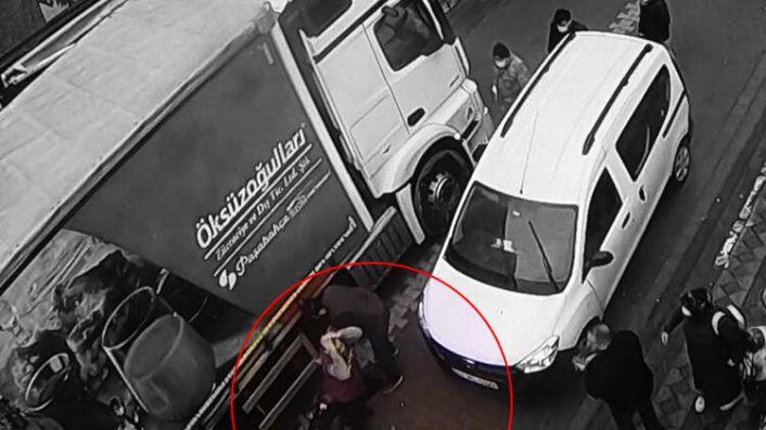Sultangazi'de okula giderken kamyonun altında kalan küçük çocuk hayatını kaybetti