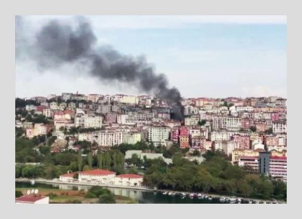Eyüp'te korkutan çatı yangını