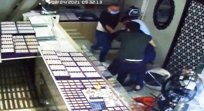 Gaziosmanpaşa'da kuyumcuyu soymaya gelen soyguncu geldiğine pişman oldu