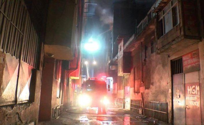 Bayrampaşa Dericiler Sitesinde iş yeri alev alev yandı