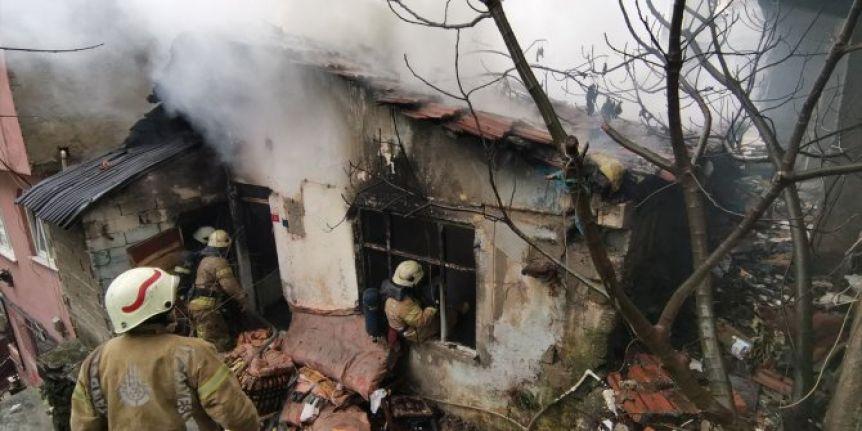 Eyüpsultan'da gecekonduda çıkan yangın söndürüldü