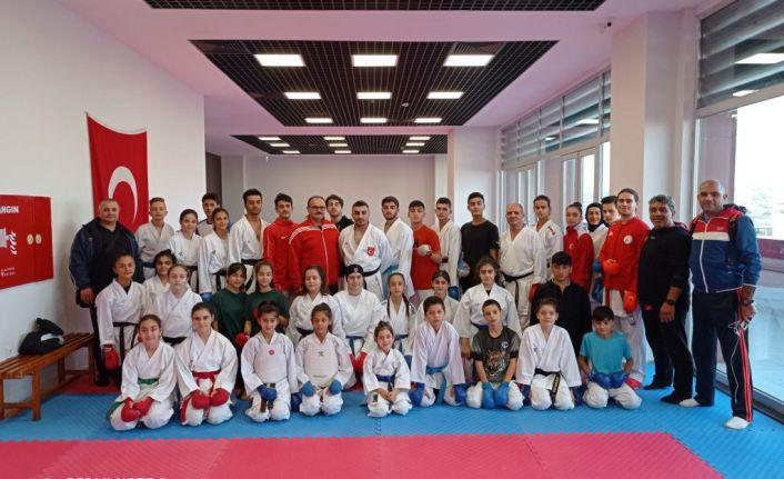 Gaziosmanpaşa Belediye Spor Kulübü,Karate Eğitim Semineri Düzenledi
