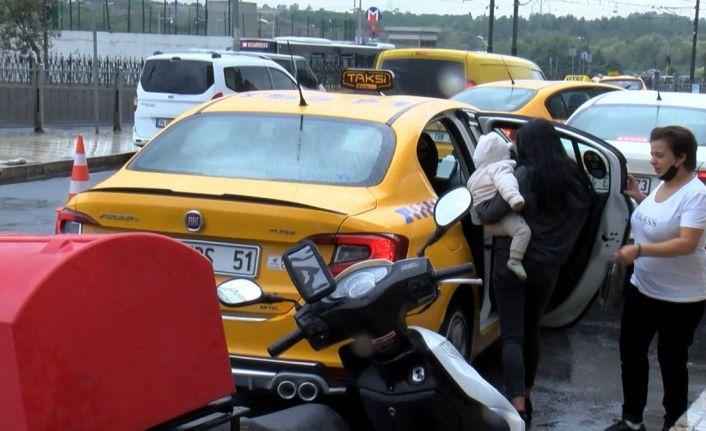 Gaziosmanpaşa'da taksi, bekleyen yolcuyu değil Arap turistleri aldı