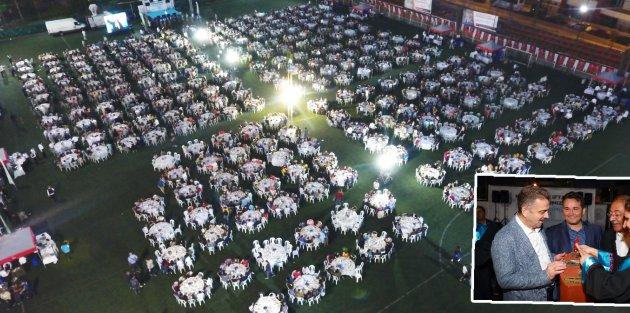 Gaziosmanpaşa'da 3 Bin 500 Lise Öğrencisi Mezuniyet İftarında Bir Araya Geldi