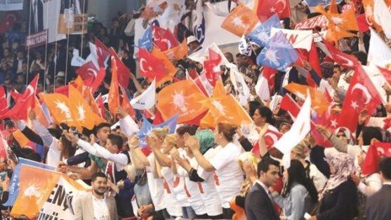 AK Parti'de teşkilatların yüzde 50'si değişecek