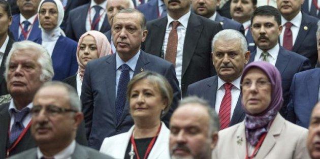 AK Parti'de tüzük değişiyor! Başbakan'a yeni görev