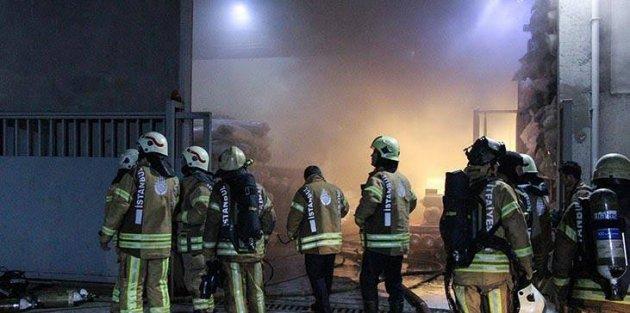 Arnavutköy'de kumaş fabrikasında korkutan yangın
