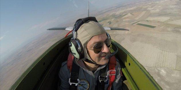 Bakan Pakdemirli gösteri uçağıyla uçuş yaptı