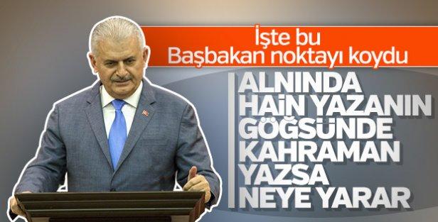 Başbakan'dan 'kahraman' tişörtlü FETÖ'cüye: Alnında hain yazıyor