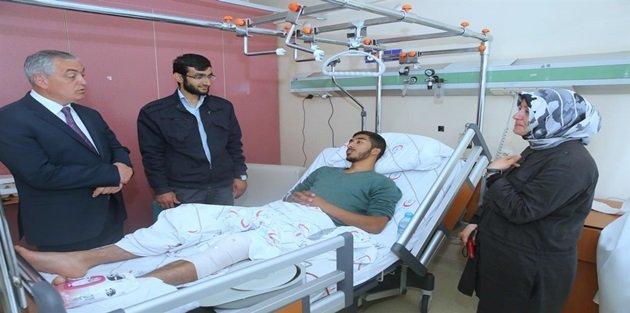 Başkan Aydın Filistinli Genci Hastanede Ziyaret Etti