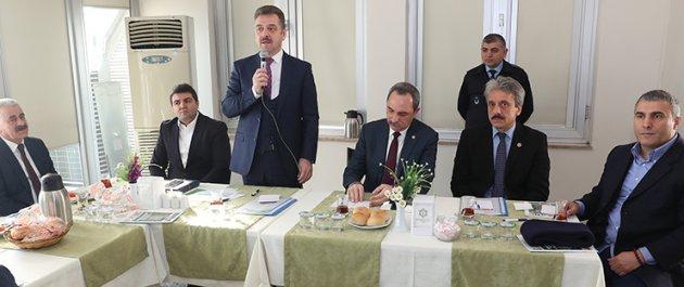 Başkan Usta, Pazar Esnafı ile Buluştu