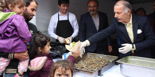 Bayrampaşa'da 10 Bin Kişiye Hamsi Dağıtıldı