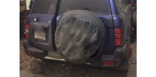 Bayrampaşa'da polis uyuşturucuyu cipin egzozunda buldu