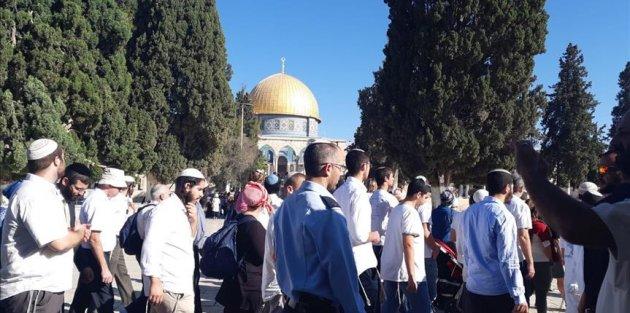 Binden fazla fanatik Yahudi Mescid-i Aksa'ya baskın düzenledi
