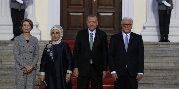 Cumhurbaşkanı Erdoğan Almanya'da resmi törenle karşılandı