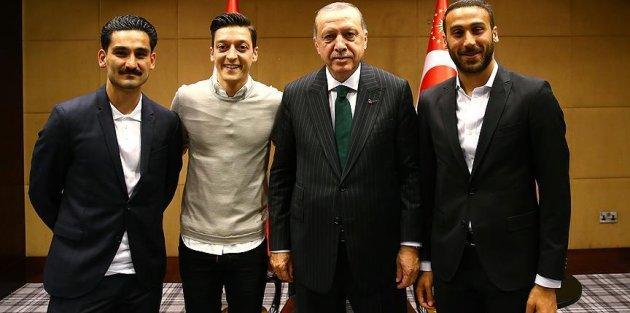 Cumhurbaşkanı Erdoğan Premier Lig'de oynayan Türk futbolcularla buluştu