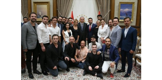 Cumhurbaşkanı Erdoğan ünlü isimleri konuk etti