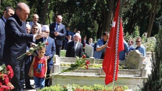 Cumhurbaşkanı Erdoğan, yol arkadaşı Erol Olçok'u yazdı