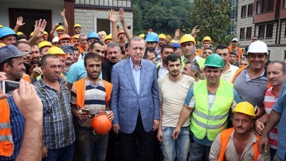 Cumhurbaşkanı, RTEÜ Geliştirme Vakfı Güneysu Konakları inşaat sahasında incelemelerde bulundu