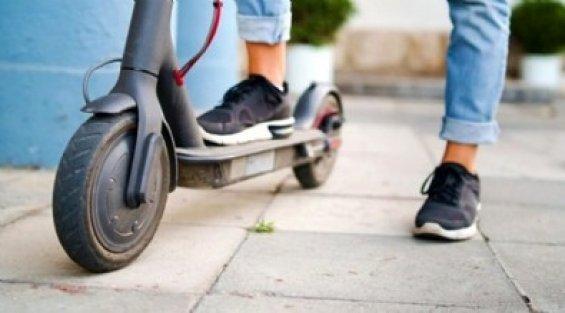 Elektrikli scooter ile yola inen yandı! İşte cezası