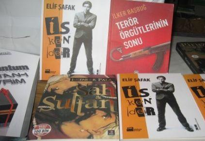 Eyüp, Gaziosmanpaşa ve Bayrampaşa'da Polis Baskınında 15 Bin Korsan Kitap Ele Geçirildi