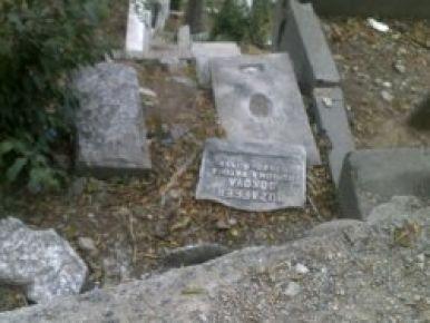Eyüp Sultan Mezarlığı'nın hali içler acısı!