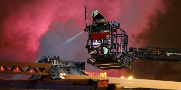 Eyüp Sultan'da yangın paniği! Alevlere restoranı sardı