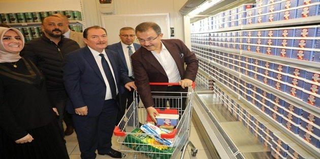 """Eyüpsultan Belediyesi, 'Sosyal Market""""i hizmete açtı"""