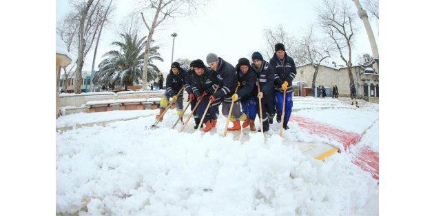 Eyüpsultan'da kar yağışı için hazırlıklar tamam