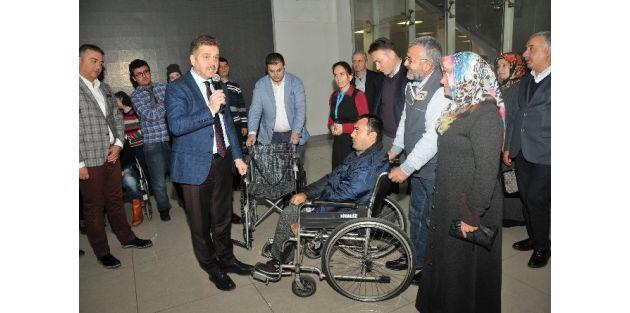 Gaziosmanpaşa Belediyesinden Engelli 25 Vatandaşa Tekerlekli Sandalye