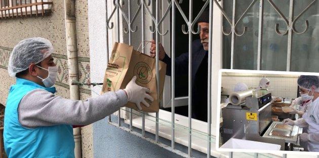 Gaziosmanpaşa Belediyesinden Yaşlılara Sıcak Yemek Servisi