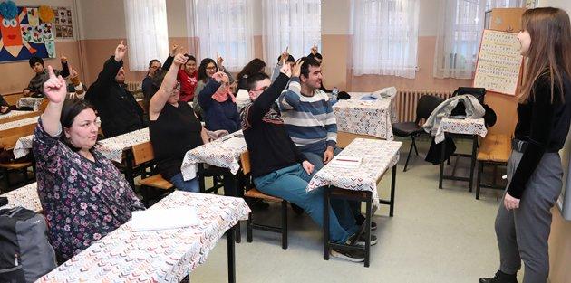 Gaziosmanpaşa'da Engelli Memur Adayları Sınava Hazırlanıyor