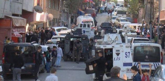 Gaziosmanpaşa'da hareketlilik: Cezaevi firarisi polis baskınında annesini yaraladı