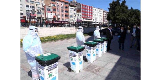 Gaziosmanpaşa'da kullanılmış maske ve eldivenler hijyenik atık kutularında toplanıyor