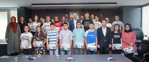 Gaziosmanpaşa'da LGS'de Başarı Sağlayan Öğrencilere Ödül