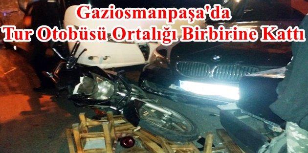 Gaziosmanpaşa'da Tur Otobüsü Ortalığı Birbirine Kattı