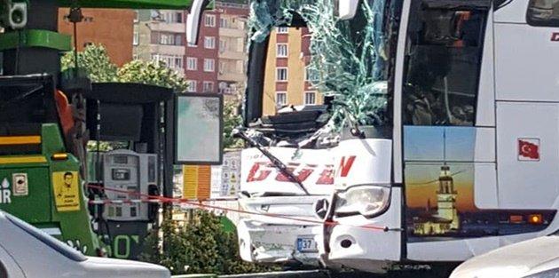 Gaziosmanpaşa'da yolcu otobüsü benzin istasyonuna daldı