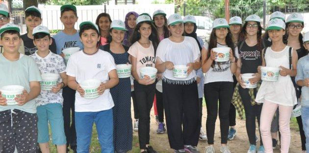 Gaziosmanpaşalı Çocuklar Sokak Hayvanları İçin Su Kabı Dağıttı