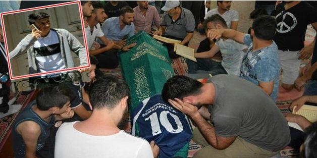 Gaziosmanpaşalı genç futbolcu Emre Çimen, denizde boğularak vefat etti.