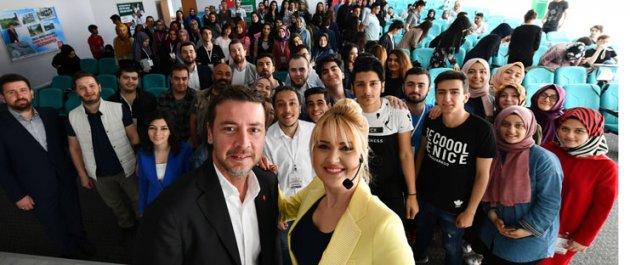 Gaziosmanpaşalı Gençler Eğitim ve Kariyer Buluşmaları İle Geleceğini Planlıyor