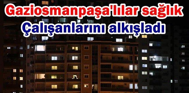 Gaziosmanpaşa'lılar balkonlara ve camlara çıkarak sağlık çalışanlarını alkışladı