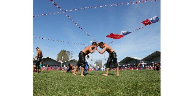 Geleneksel 5'inci Arnavutköy Belediyesi Yağlı Güreş Şampiyonası Yapıldı