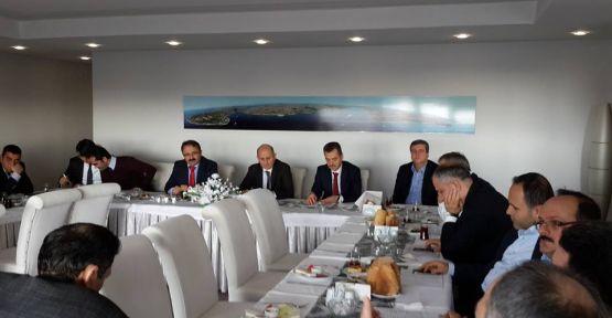 Hasan Tahsin Usta Meclis üyeleriyle buluştu.
