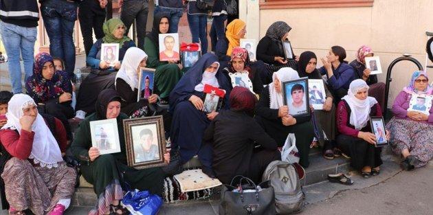 'HDP insanları kandırmayı bıraksın