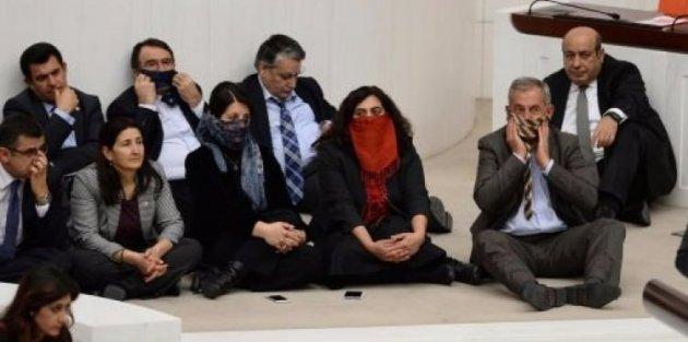 HDP'li 19 vekile şok!
