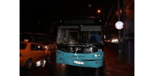 İlçe Teşkilatı Halk Otobüsüne Çarptı