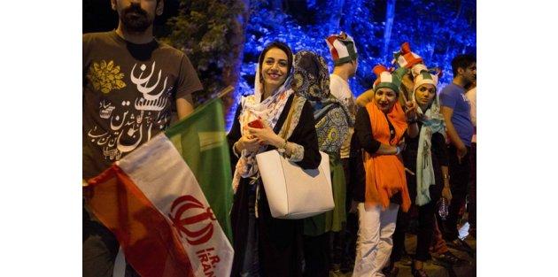 İran'da nükleer anlaşma kutlamaları