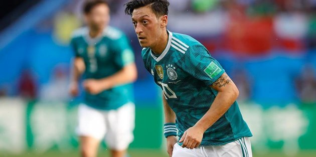 Irkçılık karşıtları Mesut Özil'i yalnız bırakmadı