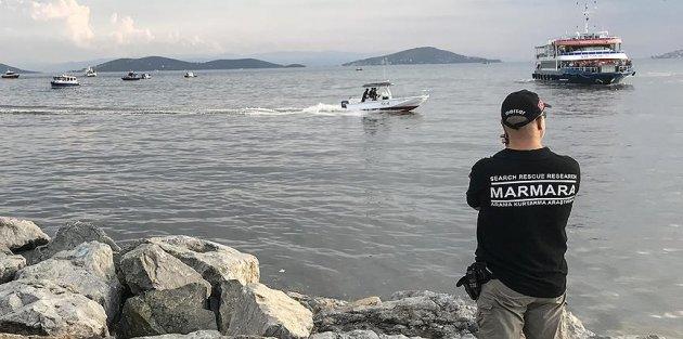 İstanbul Bostancı sahili açıklarına helikopter düştü